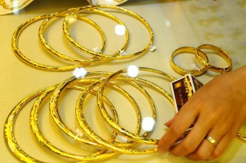Giá vàng trong nước giảm tiếp 90.000 đồng mỗi lượng