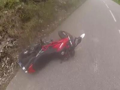 Ducati Hypermotard 796 gặp nạn với thú rừng