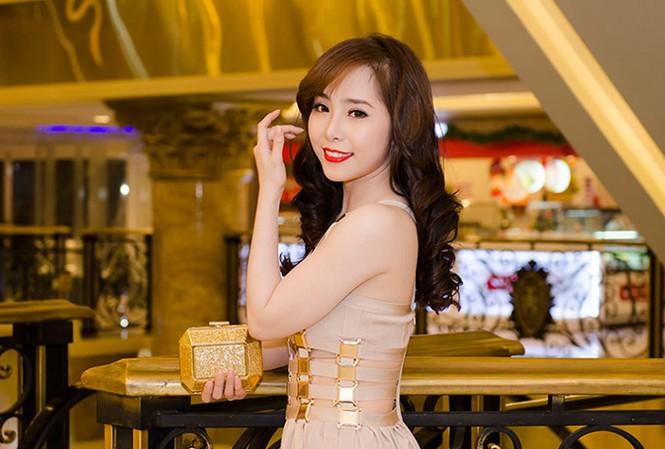 Quỳnh Nga bốc lửa, dự tiệc cùng người mẫu Doãn Tuấn