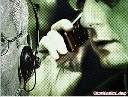 'Bạn gọi điện cho ai, gõ gì trên bàn phím họ đều biết!'