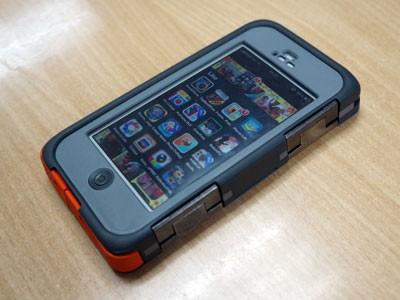 Nghịch 'áo giáp chống tăng' cho iPhone 5s