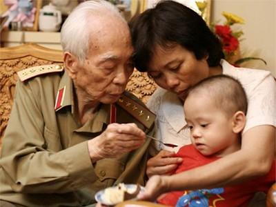 Giây phút hạnh phúc của tướng Võ Nguyên Giáp bên gia đình