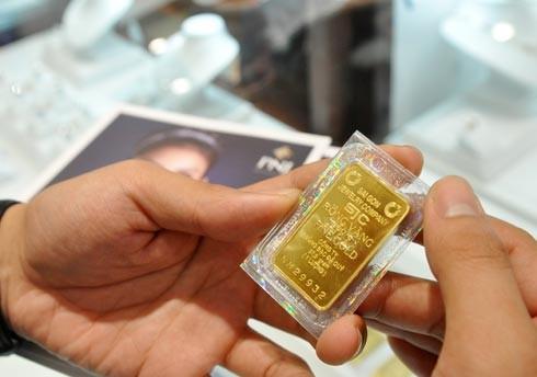 Chênh lệch giá vàng lên 4,9 triệu đồng