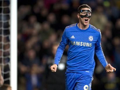 Torres lập cú đúp, Chelsea đặt một chân vào bán kết
