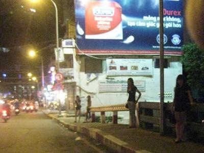 'Gái vẫy' và 'cà phê khiêu khích' Sài Gòn