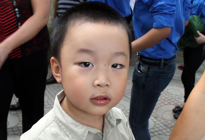 Thần đồng 4 tuổi xếp hàng vào viếng Đại tướng