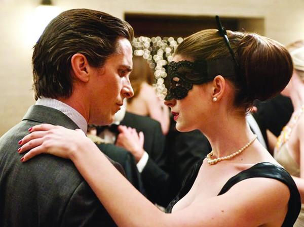 Christian Bale và Anne Hathaway trong phim