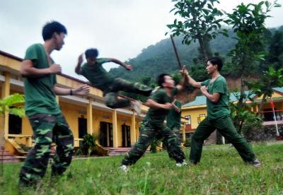 Cận cảnh lính biên phòng luyện võ trên đỉnh Pha Khâm