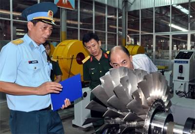 Thăm nhà máy sửa chữa máy bay chiến đấu của Việt Nam
