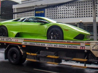 Nỗi khổ đại gia đi siêu xe ở Việt Nam
