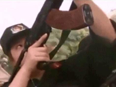 Nữ Cảnh sát đặc nhiệm luyện tập trấn áp tội phạm