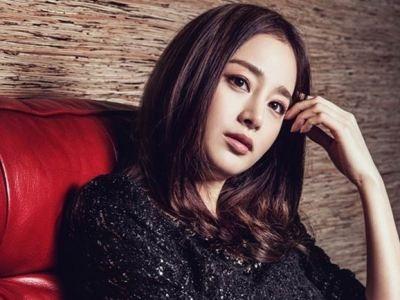 Kim Tae Hee đẹp hút hồn với váy bó sát gợi cảm