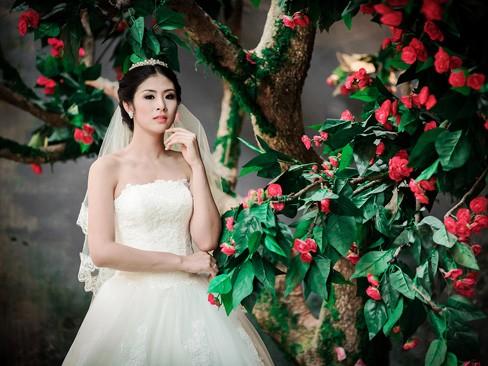 Ngọc Hân kiêu kỳ trong bộ váy cưới tự thiết kế