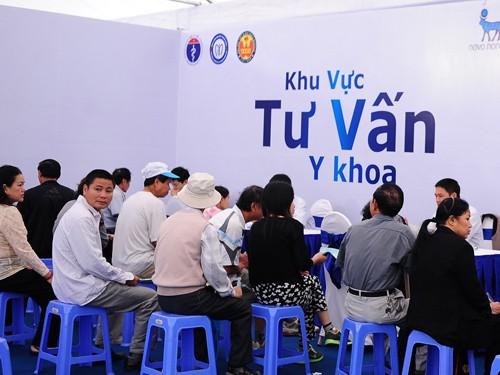 Khoảng 6.000 người được khám, tư vấn miễn phí bệnh tiểu đường
