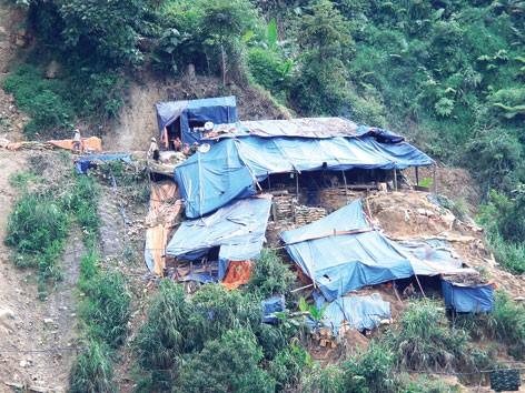 Sạt lở bãi vàng 'thổ phỉ': Chết nhiều, báo cáo chỉ 2