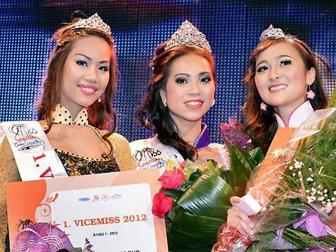 Thùy Linh đăng quang Hoa hậu người Việt tại Séc