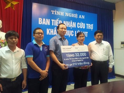 Các doanh nghiệp cùng Tiền Phong cứu trợ người dân vùng lũ