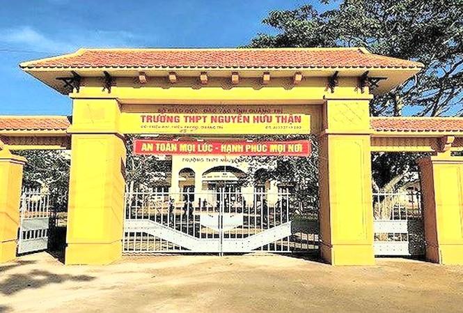 Trường THPT Nguyễn Hữu Thận.