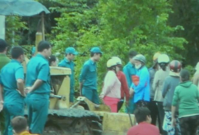 Hàng chục hộ dân ngăn cản thi công khu tái định cư Sài Gòn Safari