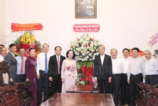Bà Trương Thị Mai thăm, chúc mừng Giáng sinh Tòa Tổng Giám mục TPHCM