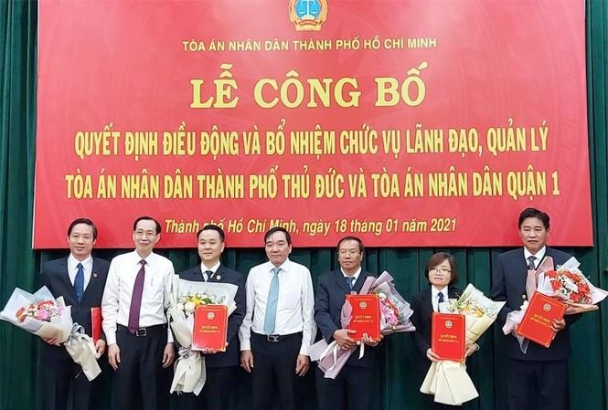 5 nhân sự mới nhận quyết định điều động và bổ nhiệm của Chánh án TAND Tối cao sáng 18/1. Ảnh: Thành ủy TPHCM