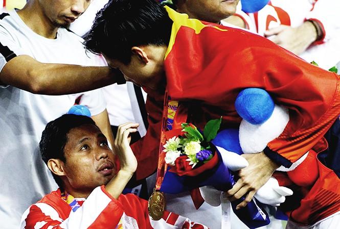 Văn Hậu xin lỗi Evan Dimas sáu trận đấu ảnh VNExpress