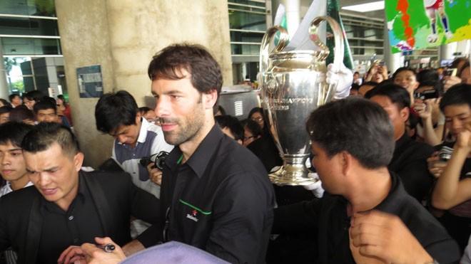 Van Nistelrooy đã đến Sài Gòn cùng Cup Champions League