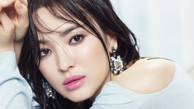 Vẻ đẹp 'không dao kéo' của Song Hye Kyo