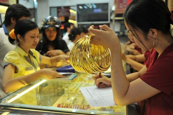 Giá vàng trong nước tiếp tục đi xuống