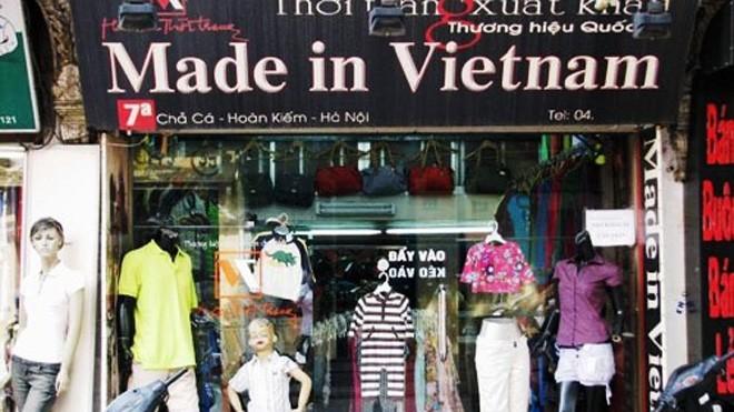 """Một cửa hàng bán quần áo """"Made in Việt Nam"""", VNXK"""