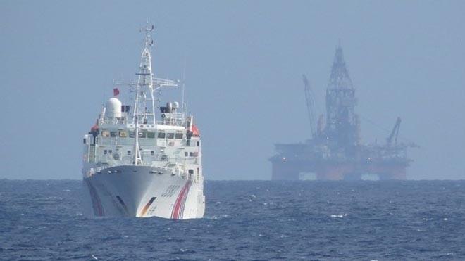 Tàu Trung Quốc bảo vệ giàn khoan Hải Dương-981 hạ đặt trái phép trong vùng đặc quyền kinh tế, thềm lục địa của Việt Nam. (Nguồn: TTXVN)