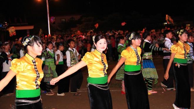 Xòe Thái, nét văn hóa rất đẹp ở Mường Lò, Yên Bái
