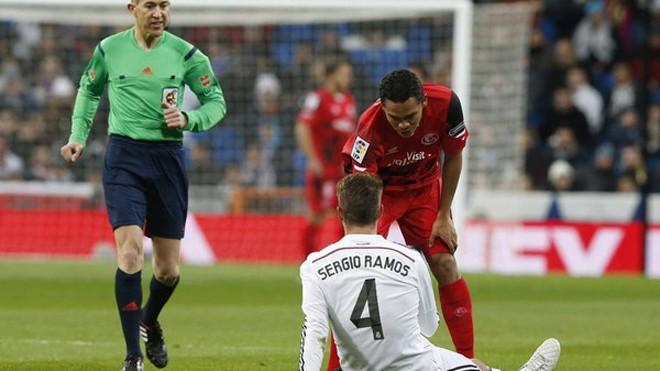 Sergio Ramos dính chấn thương bắp đùi.