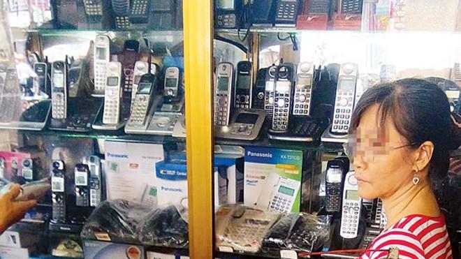 """Loại điện thoại """"mẹ bồng con"""" chuẩn DECT 6.0 gây can hại sóng 3G, vừa bị cơ quan chức năng tịch thu."""