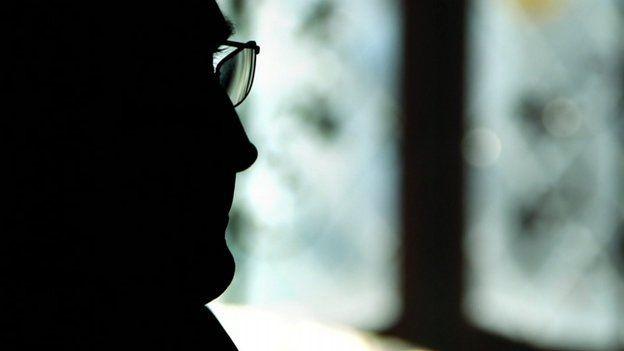 Cựu điệp viên có mật danh Robert Acott xuất hiện trong chương trình Newsnight của Đài BBC tố MI5 bỏ rơi nhân viên
