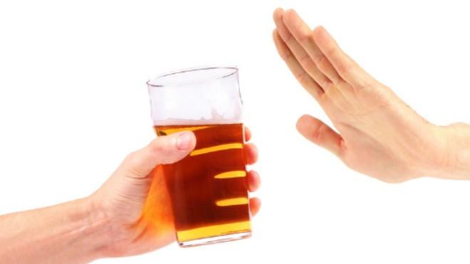 Vì sao không nên pha rượu với nước tăng lực?