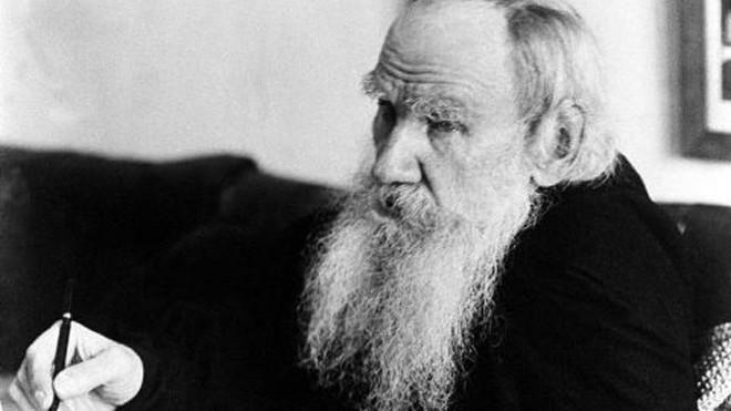 Bê bối đã xảy ra khi Leo Tolstoy bị bỏ qua trong năm đầu tiên của giải Nobel Văn học
