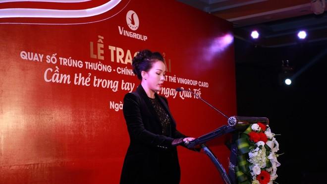Bà Nguyễn Thị Dịu – Phó Tổng Giám đốc Tập đoàn Vingroup phát biểu chúc mừng những khách hàng trúng giải