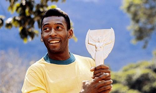 Chiếc cup vàng có một không hai Jules Rimet mà Pele đang sở hữu được xem là một báu vật với thế giới bóng đá.