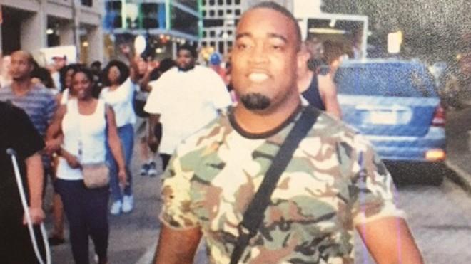 Hình ảnh một nghi phạm bắn tỉa cảnh sát được công bố. Ảnh: DallasPoliceDepart