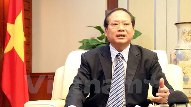 Bộ trưởng Trương Minh Tuấn đề nghị doanh nghiệp cần mạnh dạn phản ánh, tố cáo với Thanh tra Bộ Thông tin và Truyền thông những sai phạm của báo chí. (Ảnh: Vietnam+)