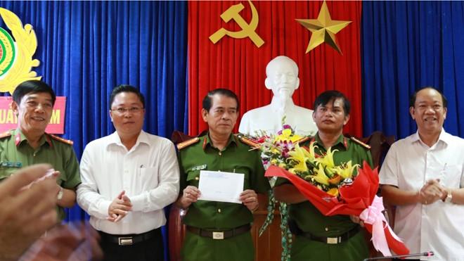 Lãnh đạo UBND tỉnh Quảng Nam tuyên dương và thưởng nóng cho ban chuyên án điều tra vụ phá rừng pơ mu