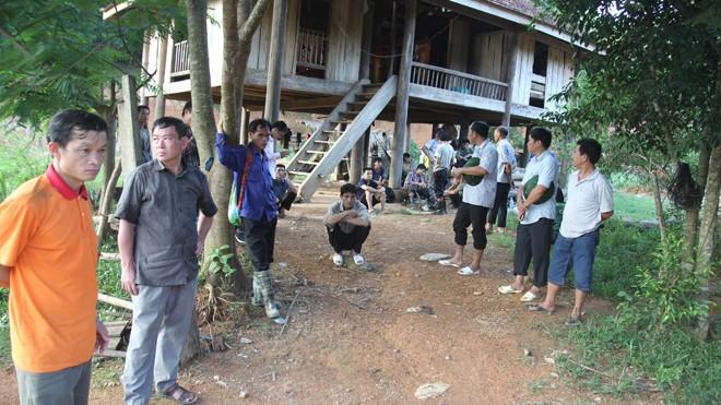 Lực lượng chức năng và người dân vẫn tiếp tục tìm kiếm những nạn nhân còn lại.