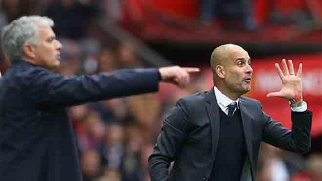 Guardiola (phải) thích ứng rất nhanh với môi trường bóng đá nổi tiếng khắc nghiệt như nước Anh. Ảnh: Reuters.