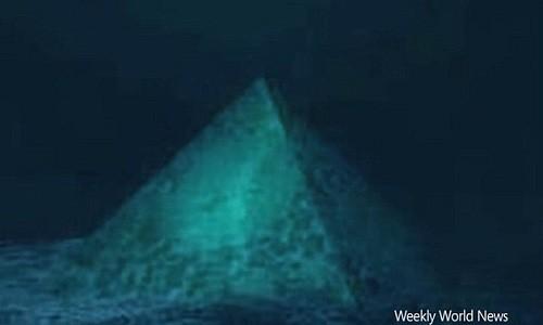 Sự mất tích bí ẩn của nhiều máy bay và tàu thuyền được quy cho kim tự tháp thủy tinh dưới Tam giác quỷ Bermuda. Ảnh minh họa: Weekly World News.