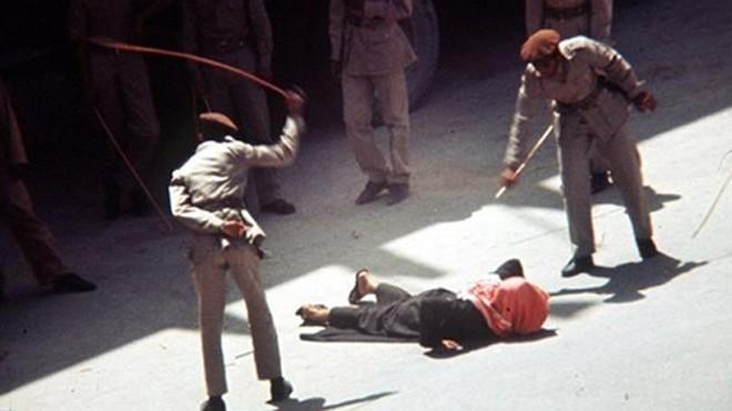 Một người bị phạt roi ở Arab Saudi. Ảnh: Press TV.