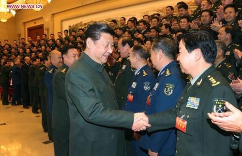 Chủ tịch Tập Cận Bình bắt tay các tướng lĩnh Trung Quốc. Ảnh: Xinhua