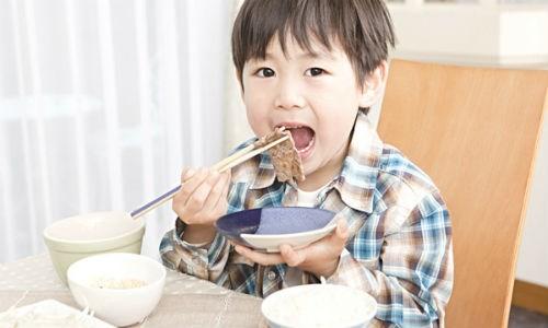 Protein có vai trò hết sức quan trọng để trẻ phát triển trí tuệ và tầm vóc.