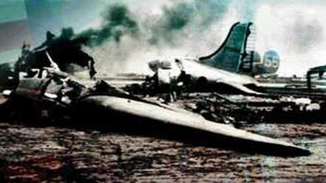 Các máy bay B-17 bị phá hủy trong cuộc tấn công. Ảnh: Euronet.