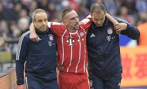 Sự nghiệp của Ribery có thể tiêu tan vì chấn thương đầu gối. Ảnh: EPA.